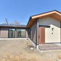 和モダンでオシャレなL字型の平屋の家。水戸市の自然素材で健康な平屋の注文住宅なら鈴木建装