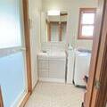 お買い得で機能的な洗面化粧台リフォーム。水戸市のリフォームなら鈴木建装へ